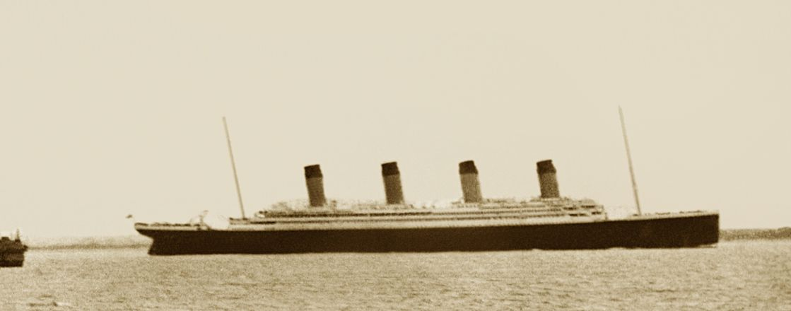 The 'Titanic' sailing past the Isle of Wight